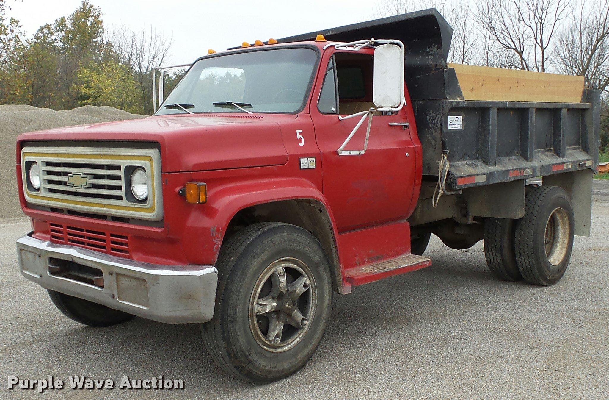 K1049 image for item K1049 1982 Chevrolet C70 dump truck