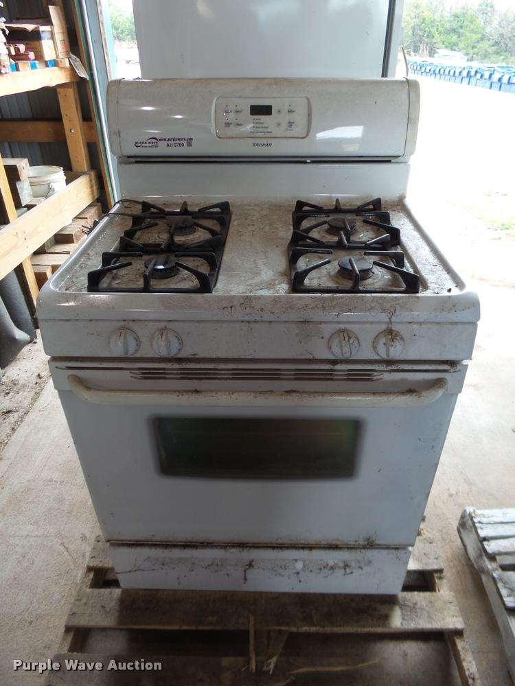 Tappan range oven | Item AH9760 | SOLD! December 6 Governmen