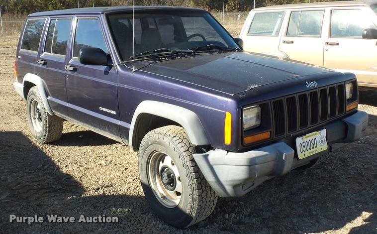 1999 Jeep Cherokee SUV | Item BG9574 | SOLD! December 28 Veh