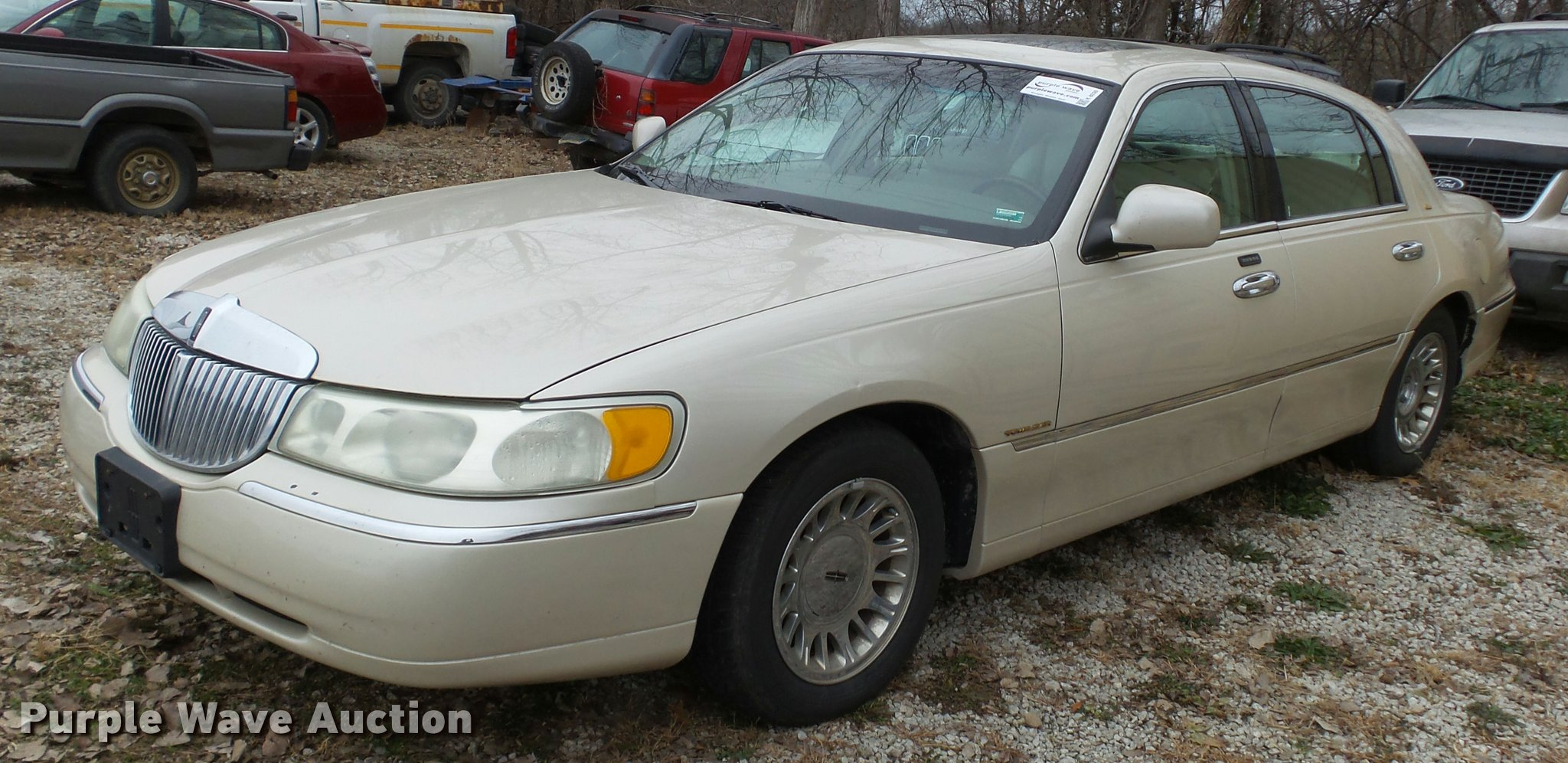 2001 Lincoln Town Car Cartier Item K8038 Sold December