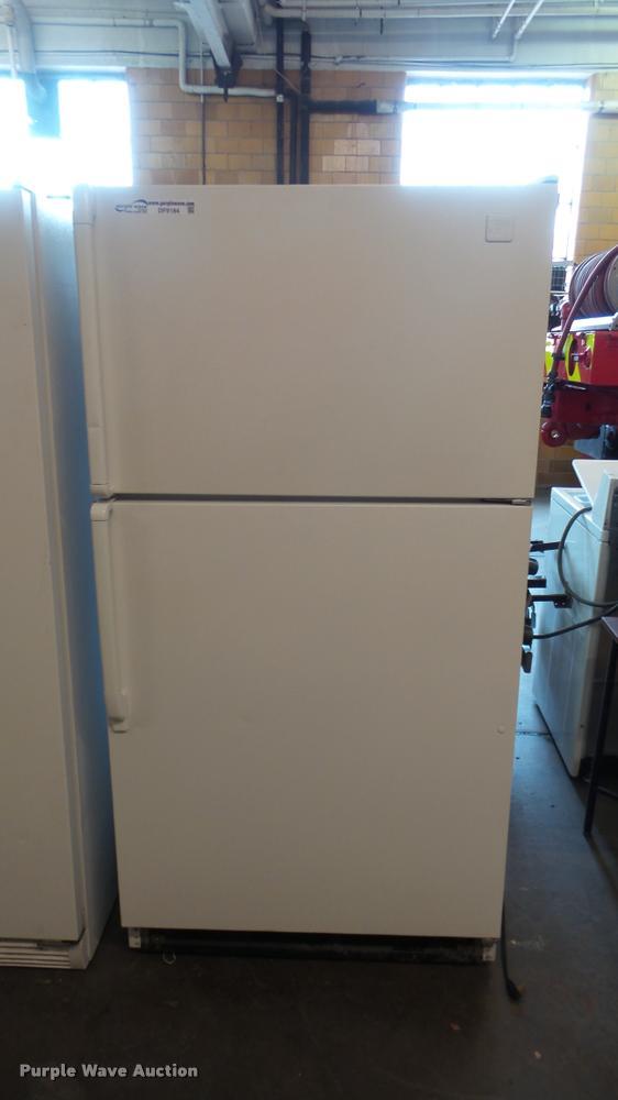 Whirlpool Designer Style Refrigerator Item Df9184 Sold
