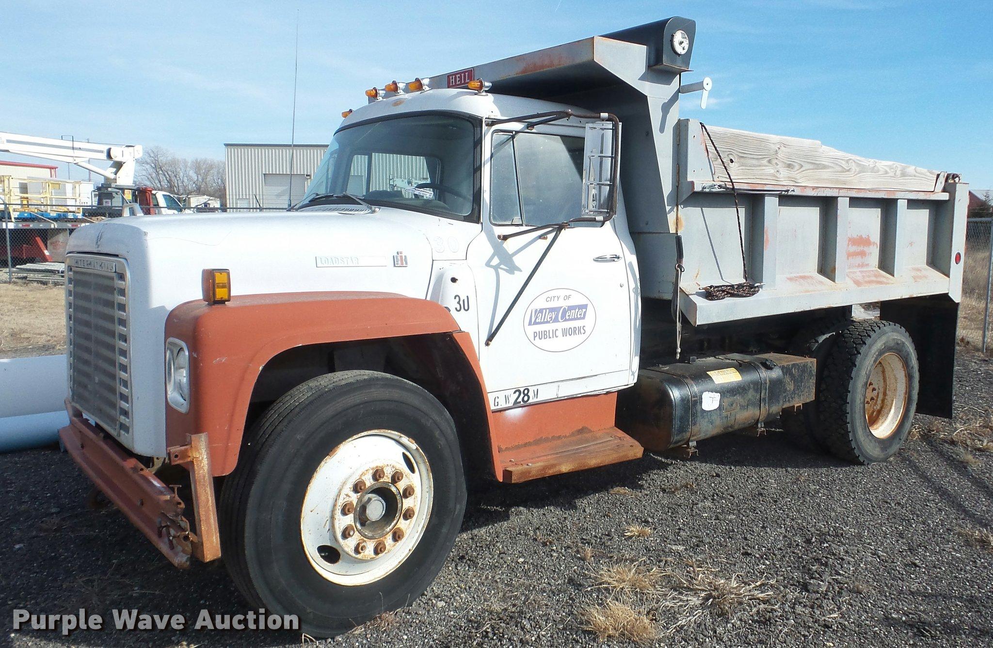 BU9253 image for item BU9253 1974 International 1700 dump truck