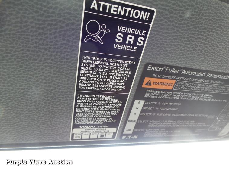 2004 Volvo VNL semi truck | Item DA3277 | SOLD! February 23