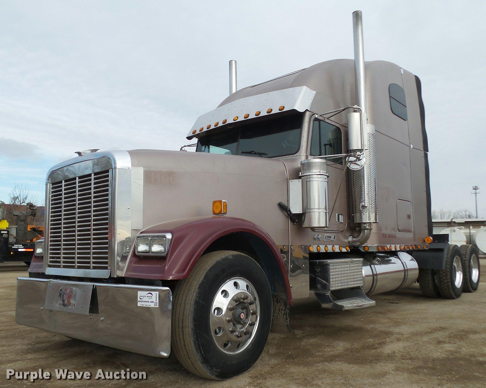 2002 Freightliner Classic XL FLD120 semi truck