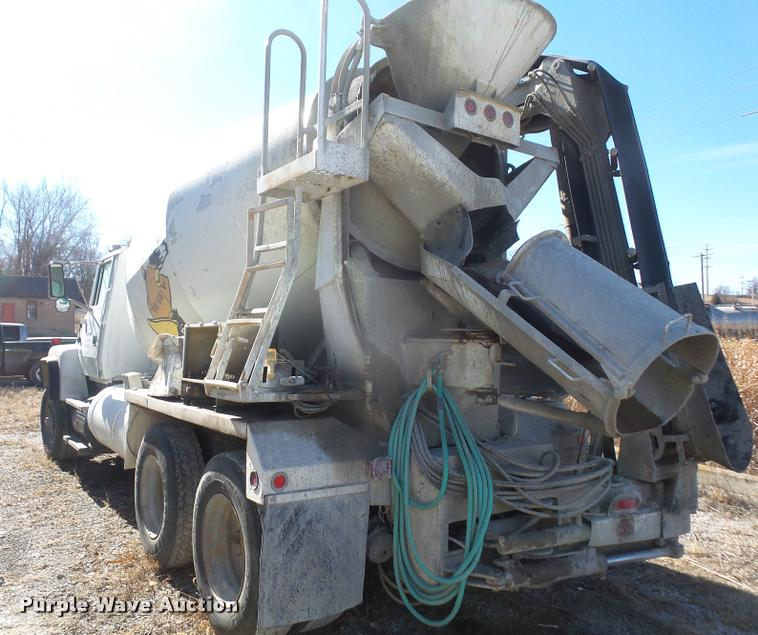 1993 Ford L8000 ready mix truck with concrete conveyor attac