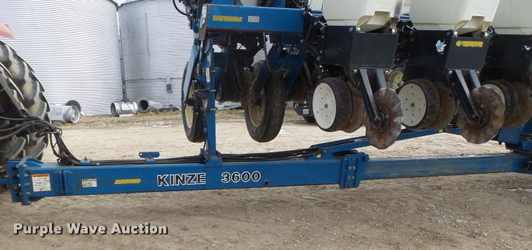 Kinze 3600 Split Row Planter Item Db1279 Sold March 8 A