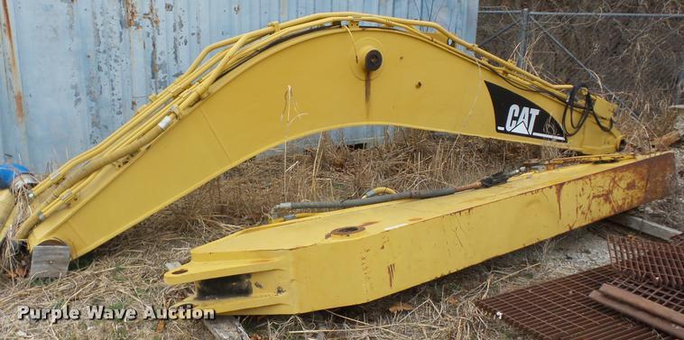 Caterpillar 325 excavator boom | Item AG9255 | SOLD! March 1