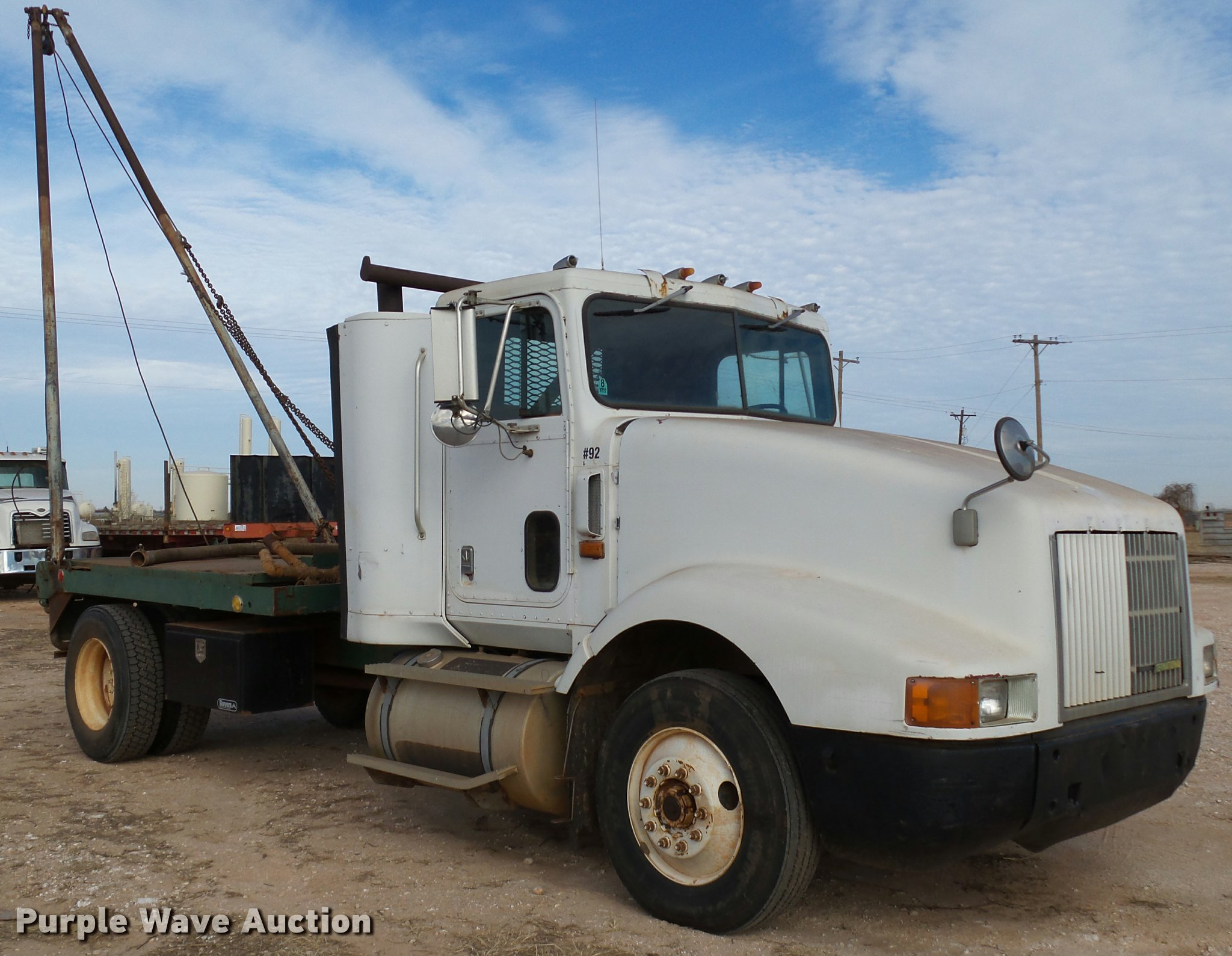 1992 International 9400 flatbed gin pole truck | Item DB4635