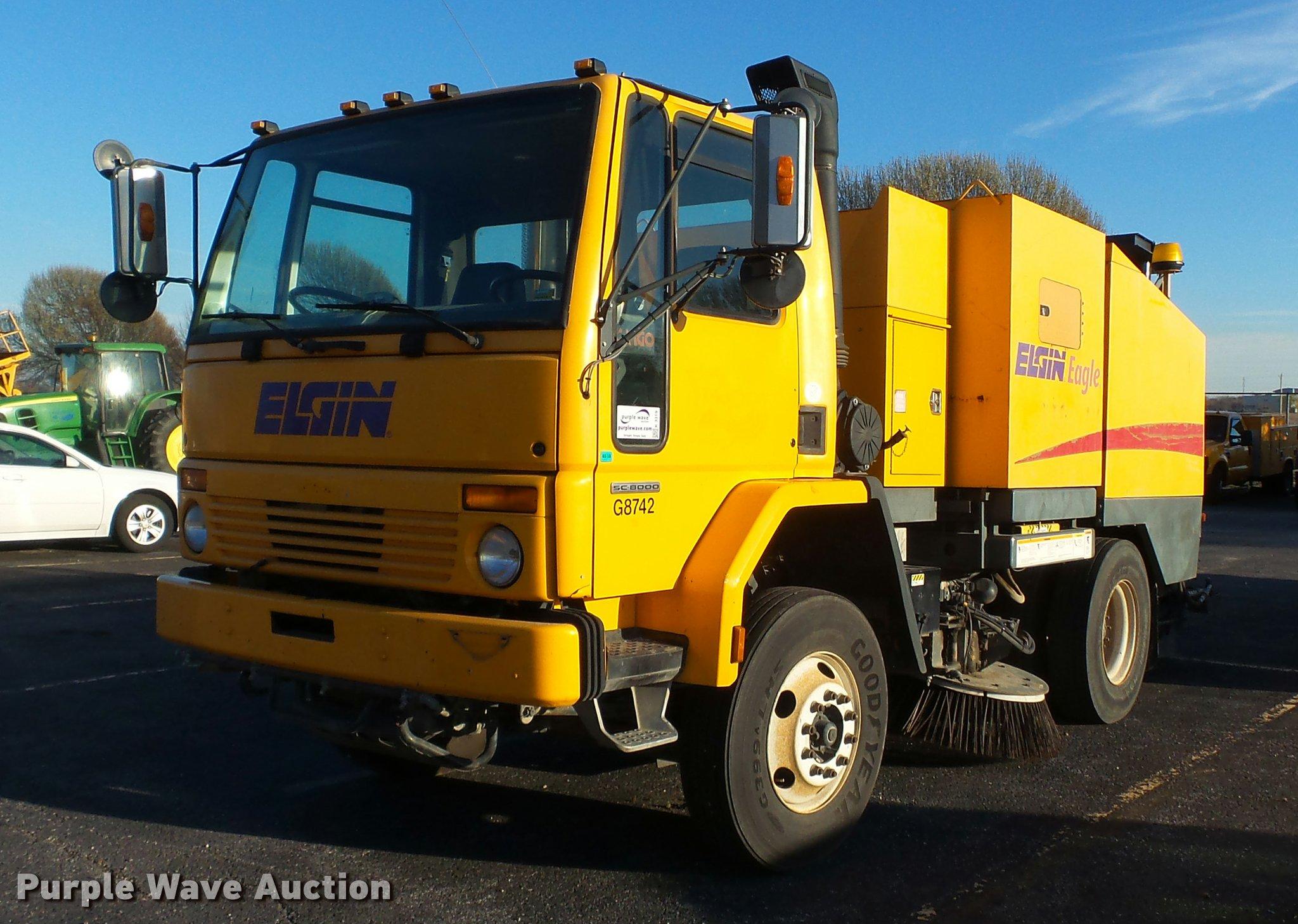 K3319 image for item K3319 2001 Sterling SC8000 street sweeper truck