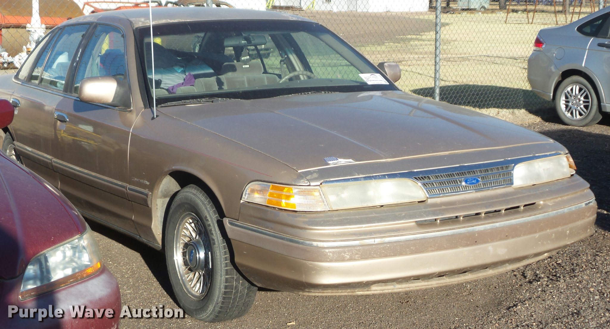 1993 ford crown victoria full size in new window