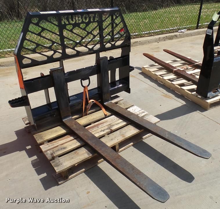 Kubota S6621 pallet forks | Item DG9639 | SOLD! April 19 Ag