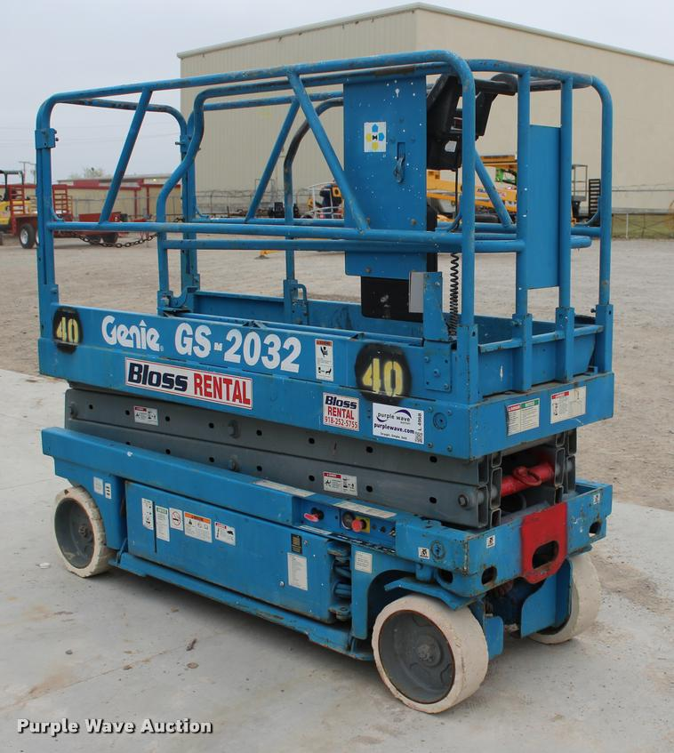2000 Genie GS2032 scissor lift | Item L4968 | SOLD! April 26