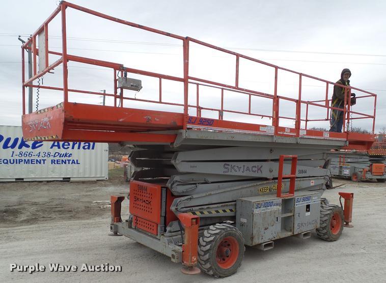construction equipment auction  forsyth missouri