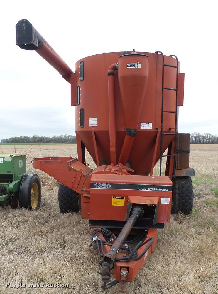 Case IH 1350 feed mixer/grinder   Item DA2236   SOLD! May 3