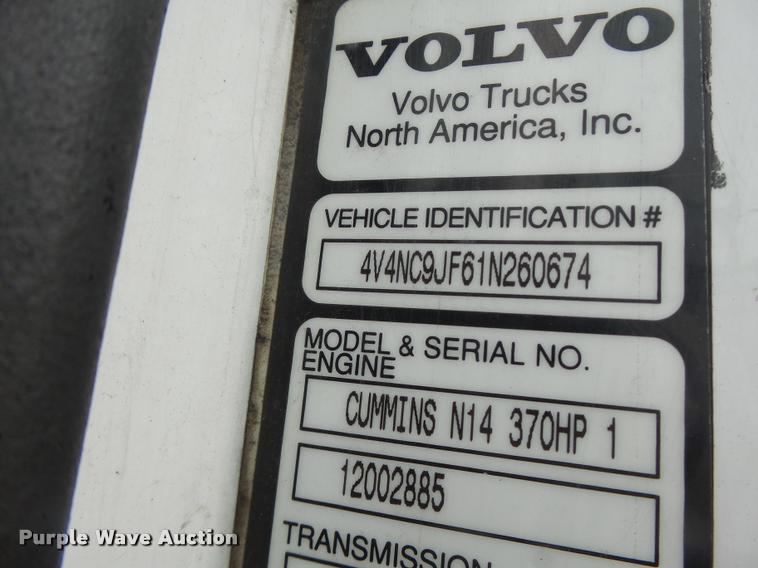 2001 Volvo VNL semi truck | Item DB1302 | SOLD! May 4 Truck
