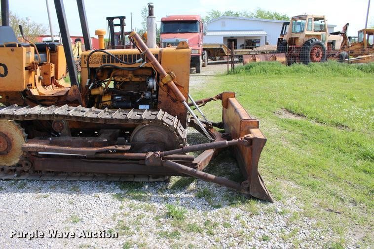 1974 Case 450 dozer   Item L4987   SOLD! May 11 Construction