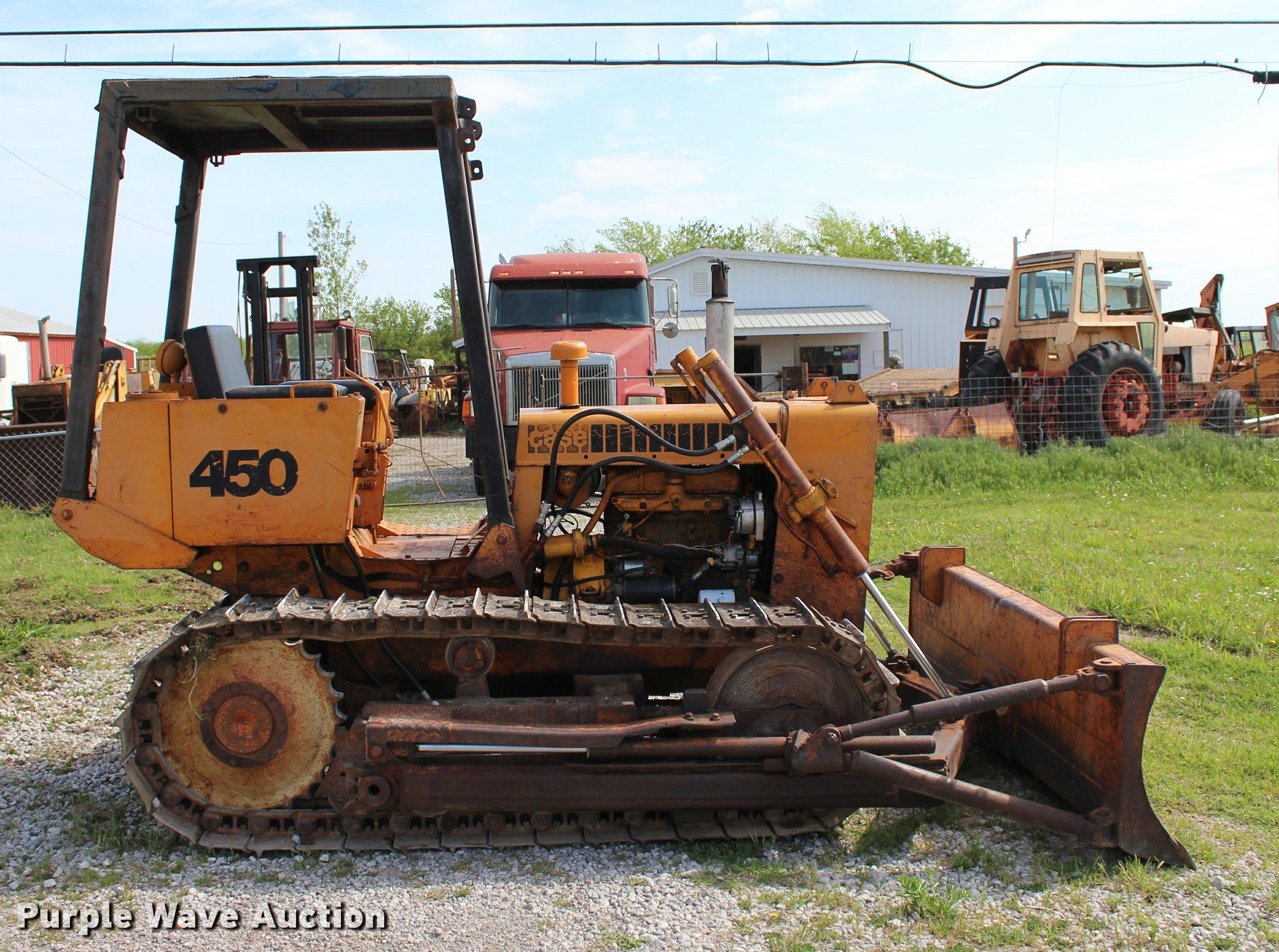 1974 Case 450 dozer | Item L4987 | SOLD! May 11 Construction