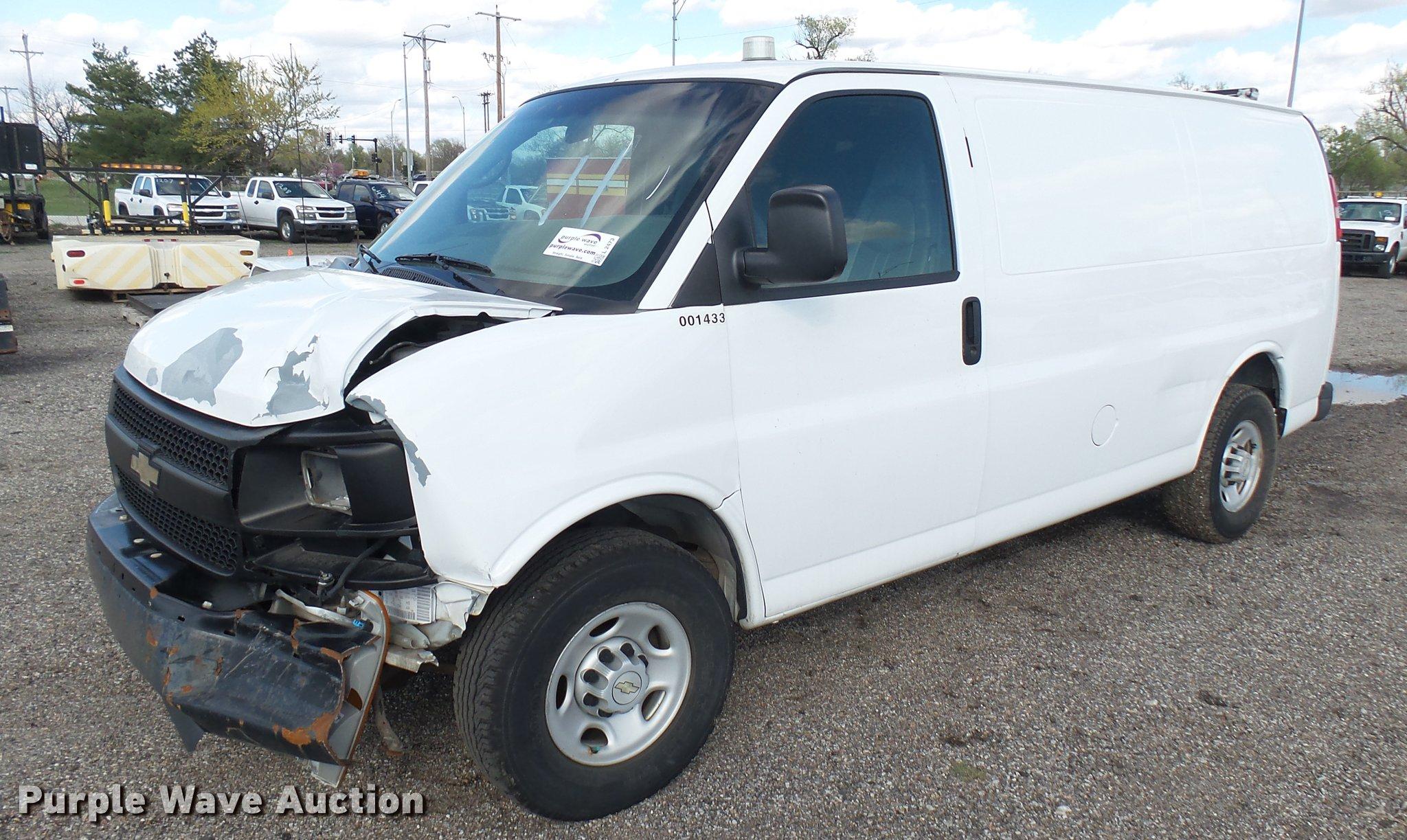 2007 Chevrolet Express 2500 Cargo Van In Wichita Ks Item L2473 Sold Purple Wave