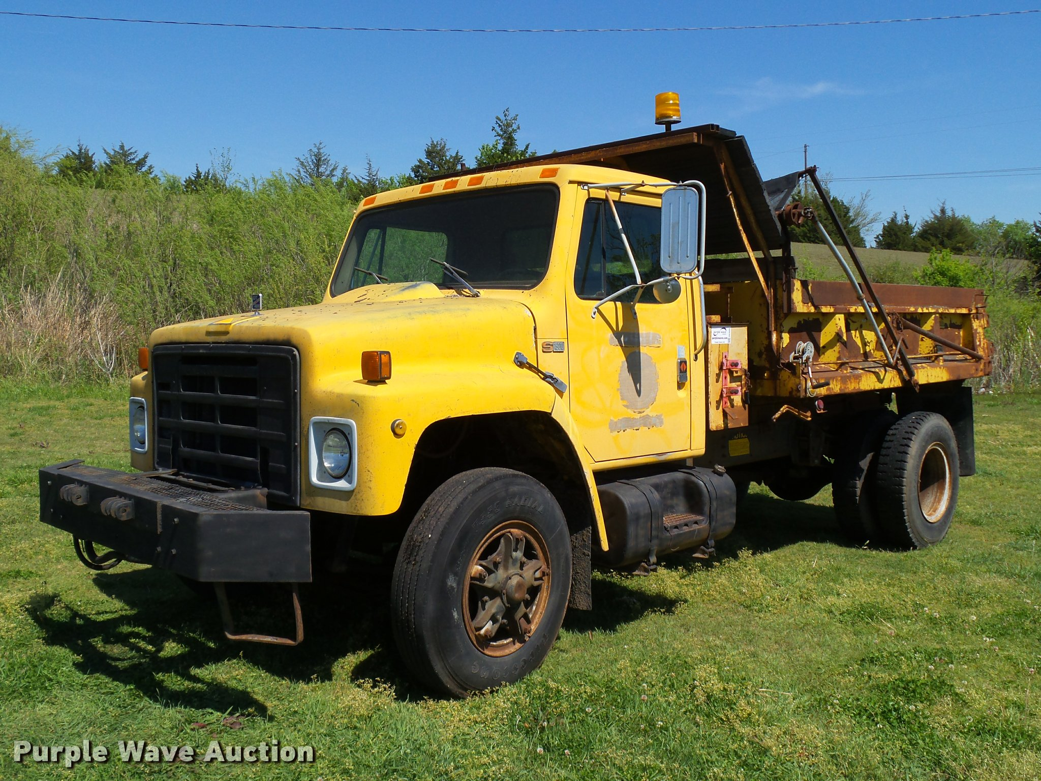 DB4695 image for item DB4695 1986 International 1900 series dump truck