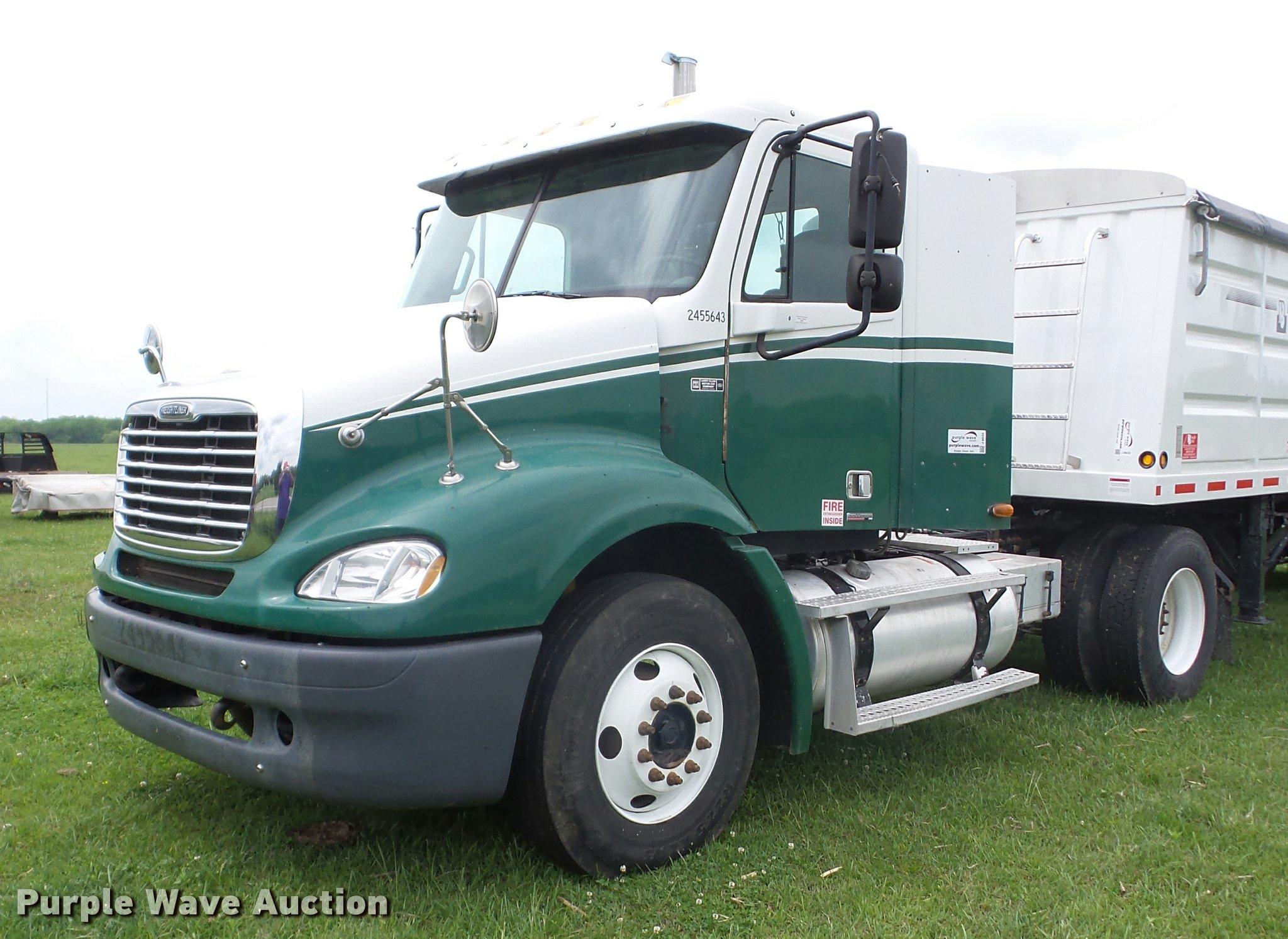 2005 Freightliner Columbia semi truck | Item J8633 | SOLD! M