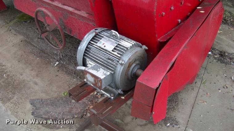 Van Dale feed mixer | Item DP9372 | SOLD! June 14 Ag Equipme
