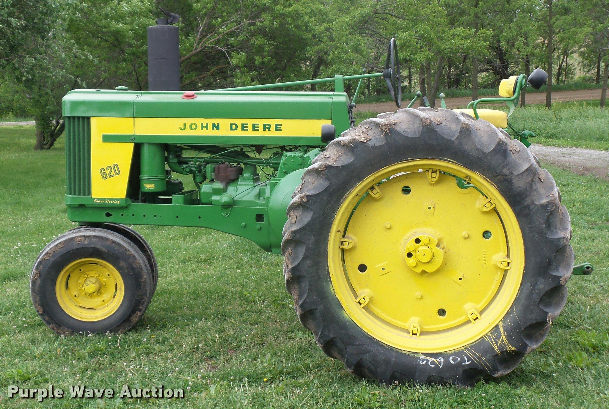 John Deere 620 tractor   Item DD9497   SOLD! June 14 Ag Equi