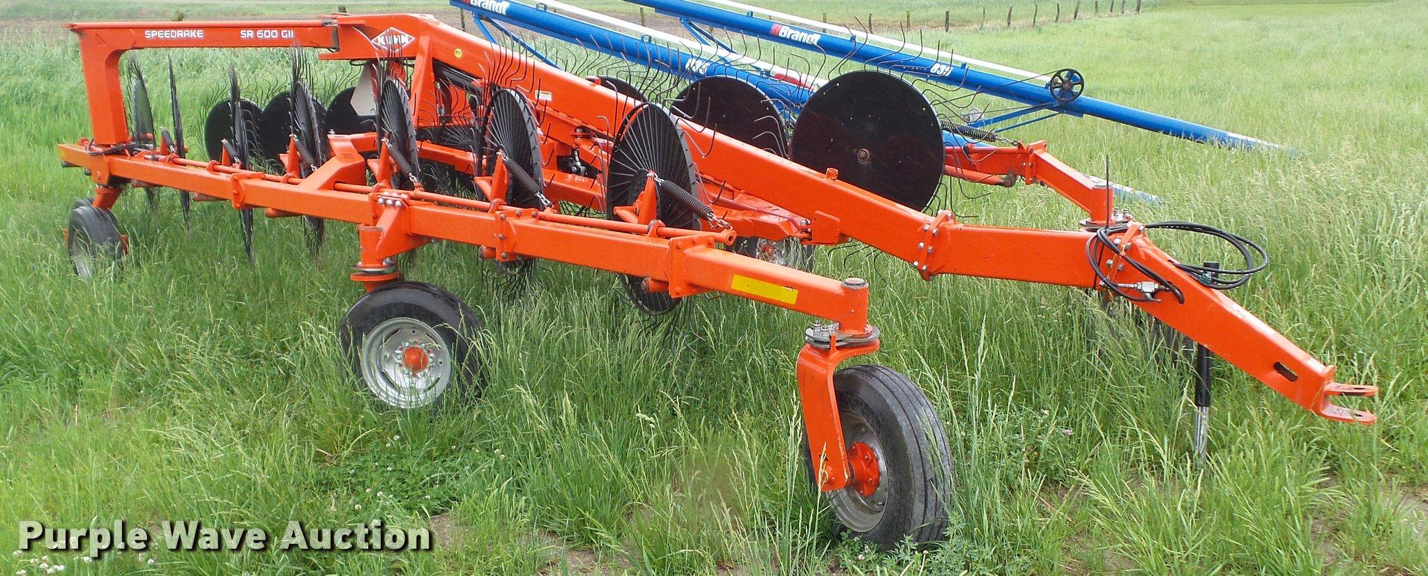 2013 Kuhn SR600 G11 speed rake | Item L5595 | SOLD! June 14