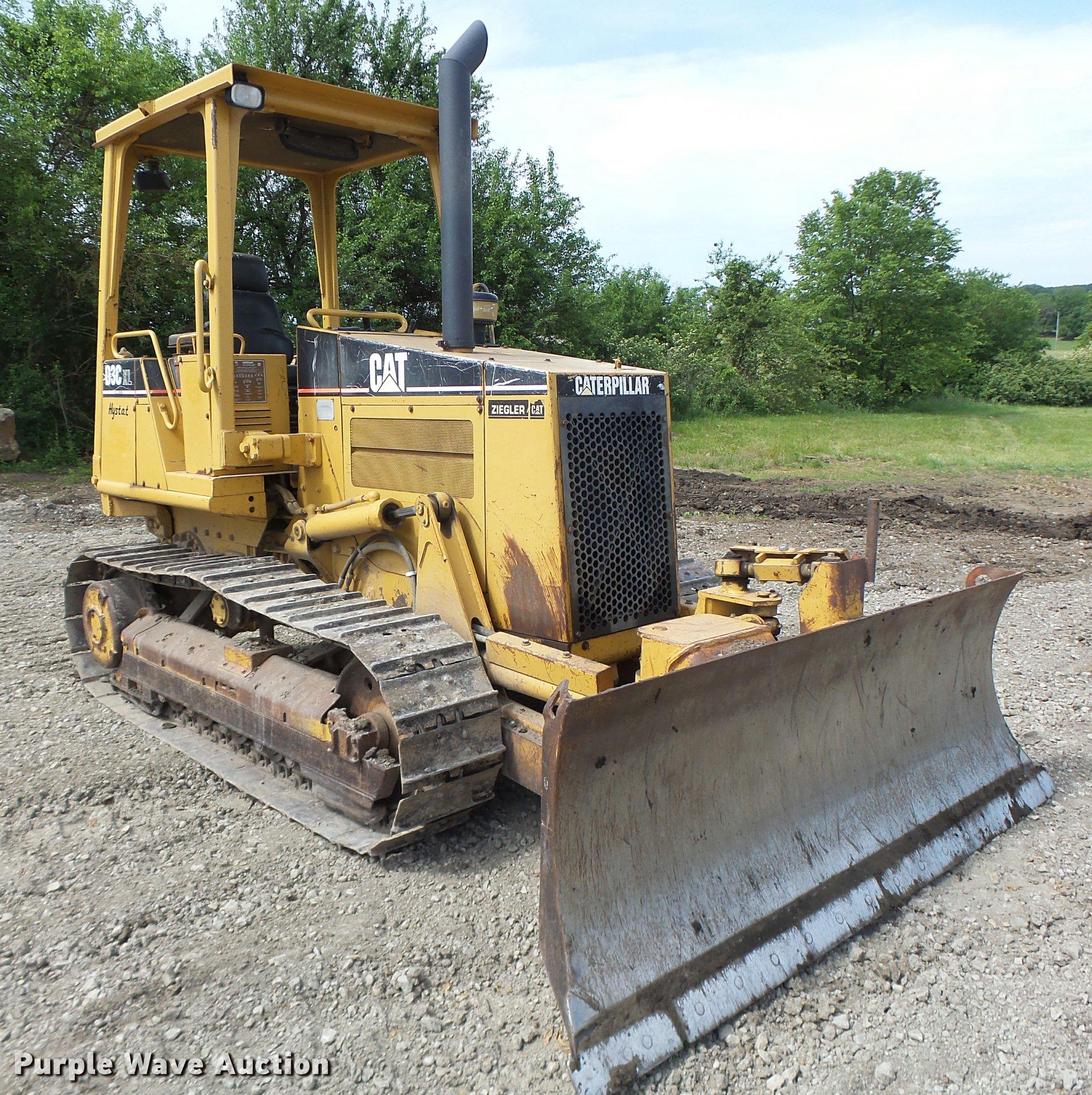 DB5750 image for item DB5750 1999 Caterpillar D3C XL dozer