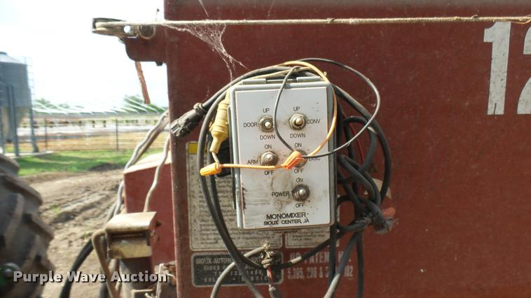 Monomixer 1210 feed/mixer wagon | Item DO9648 | SOLD! June 2