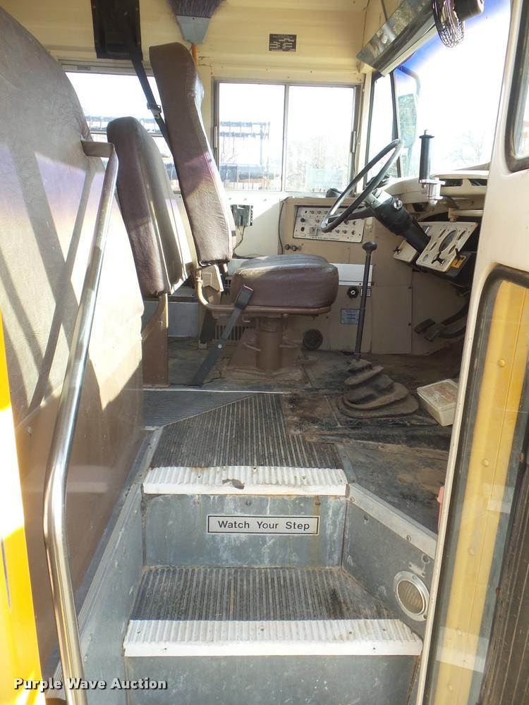 1993 ford b700 school bus item da5073 sold july 5 vehic rh purplewave com IC CE300 School Bus 140 International School Bus