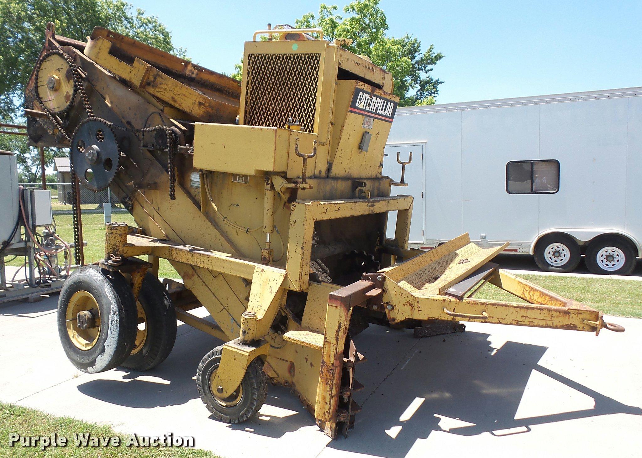 Caterpillar WE-851B portable windrow elevator | Item DA6330