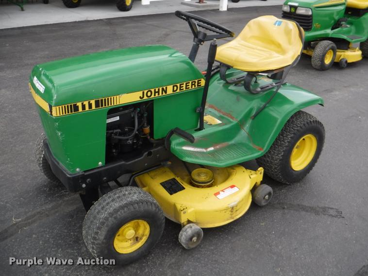 John Deere 111 Riding Lawn Mower Item By9751 7 19 2017