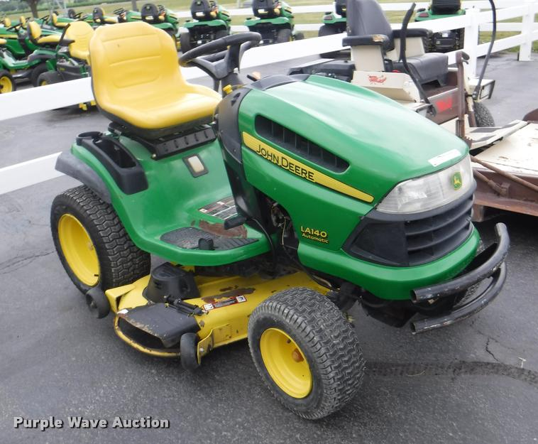 John Deere Lawn Mowers For Sale >> John Deere La140 Riding Lawn Mower Item By9752 Sold Jul