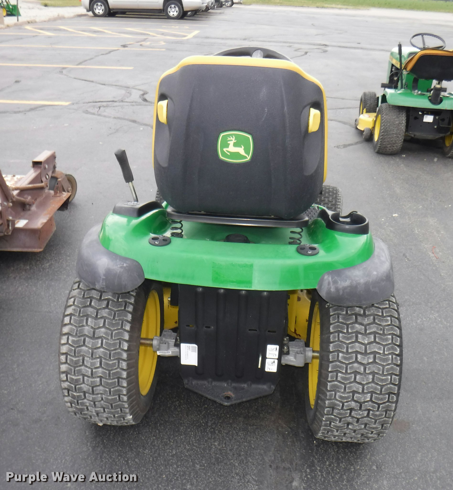 John Deere LA140 riding lawn mower Item BY9752