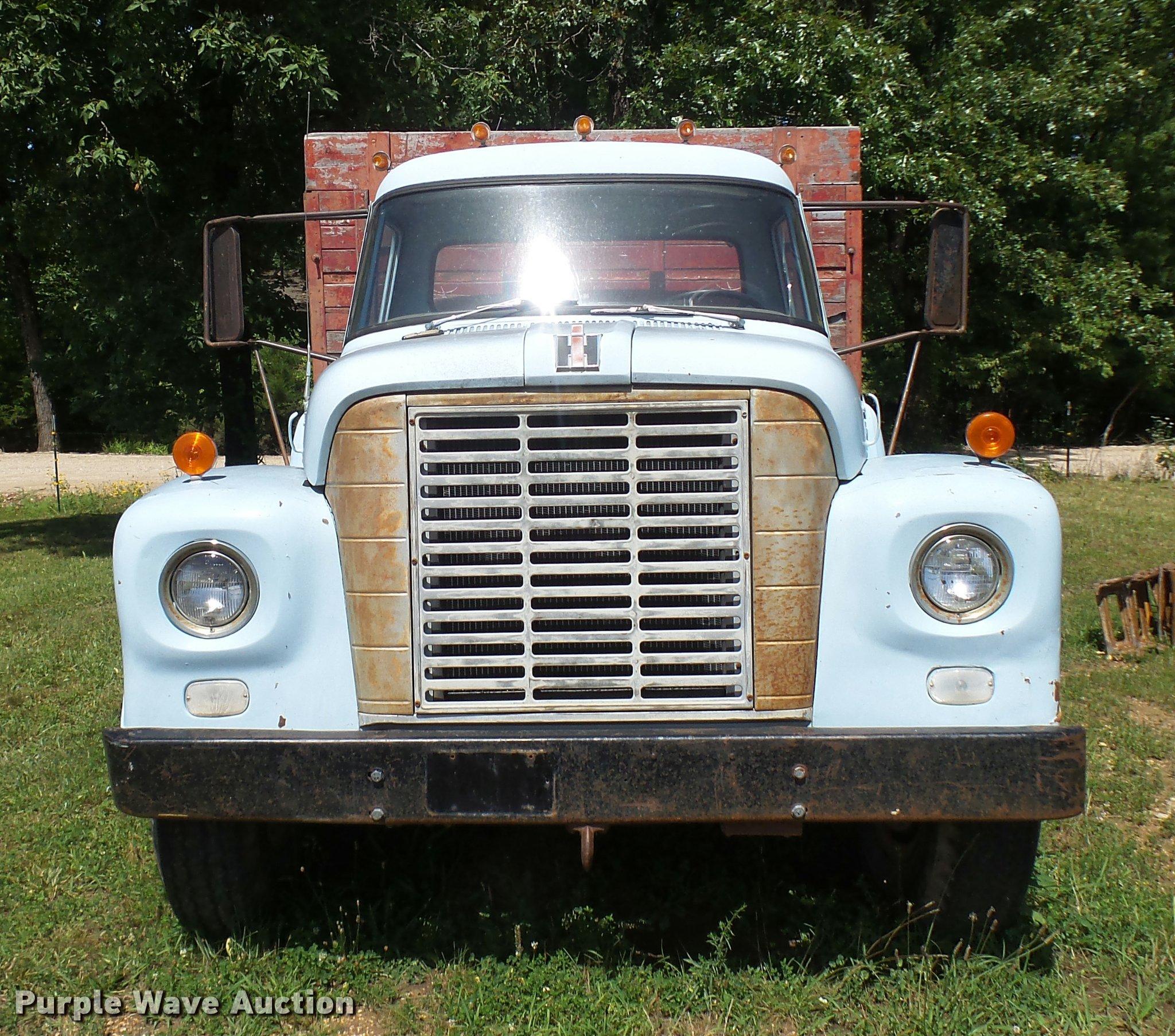 1966 International Loadstar 1600 dump truck | Item CA9029 |