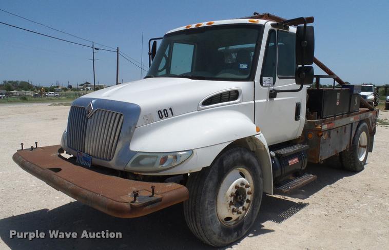 2005 international durastar 4300 flatbed truck item da6785 rh purplewave com