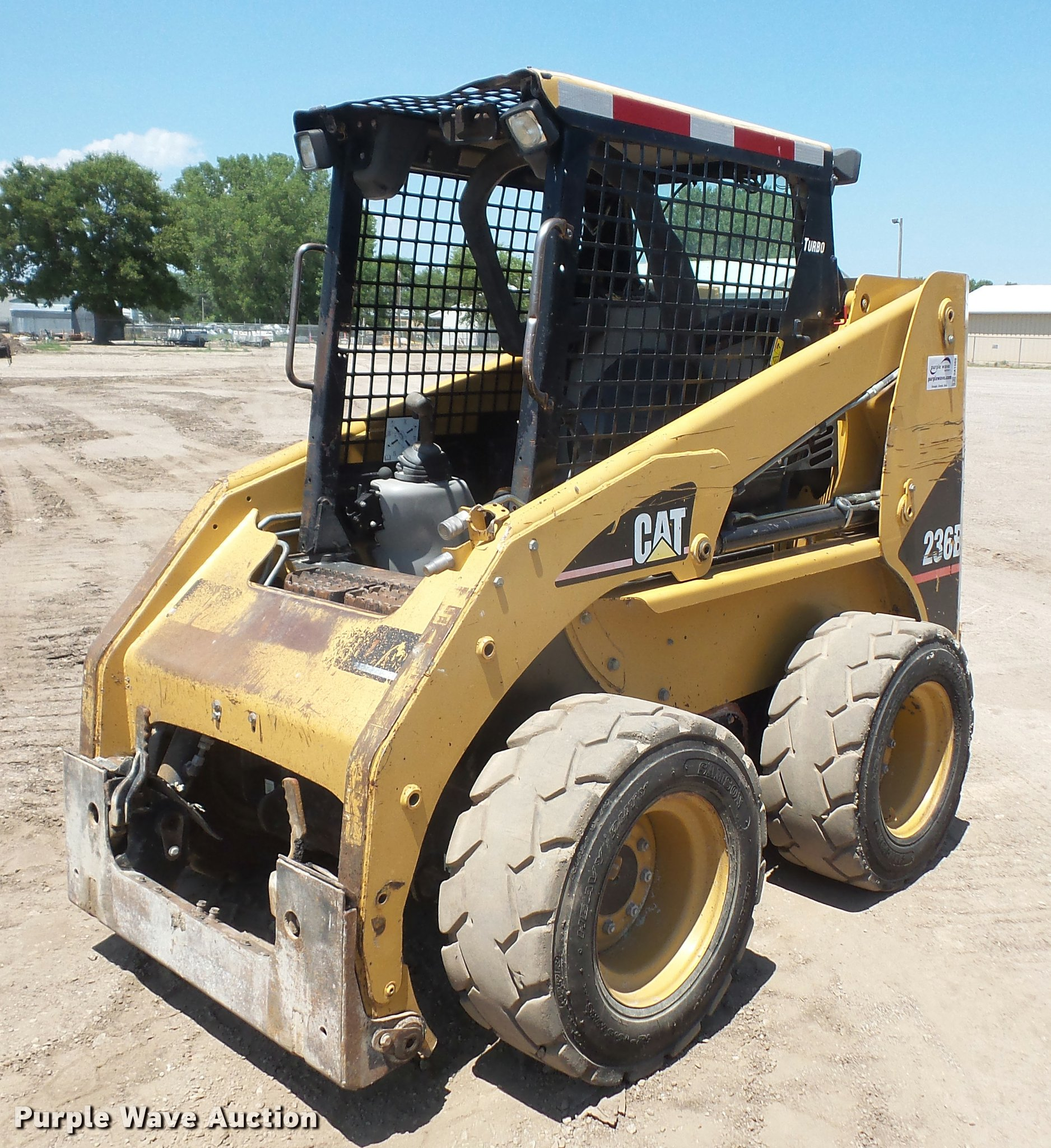 DA1569 image for item DA1569 2005 Caterpillar 236B skid steer