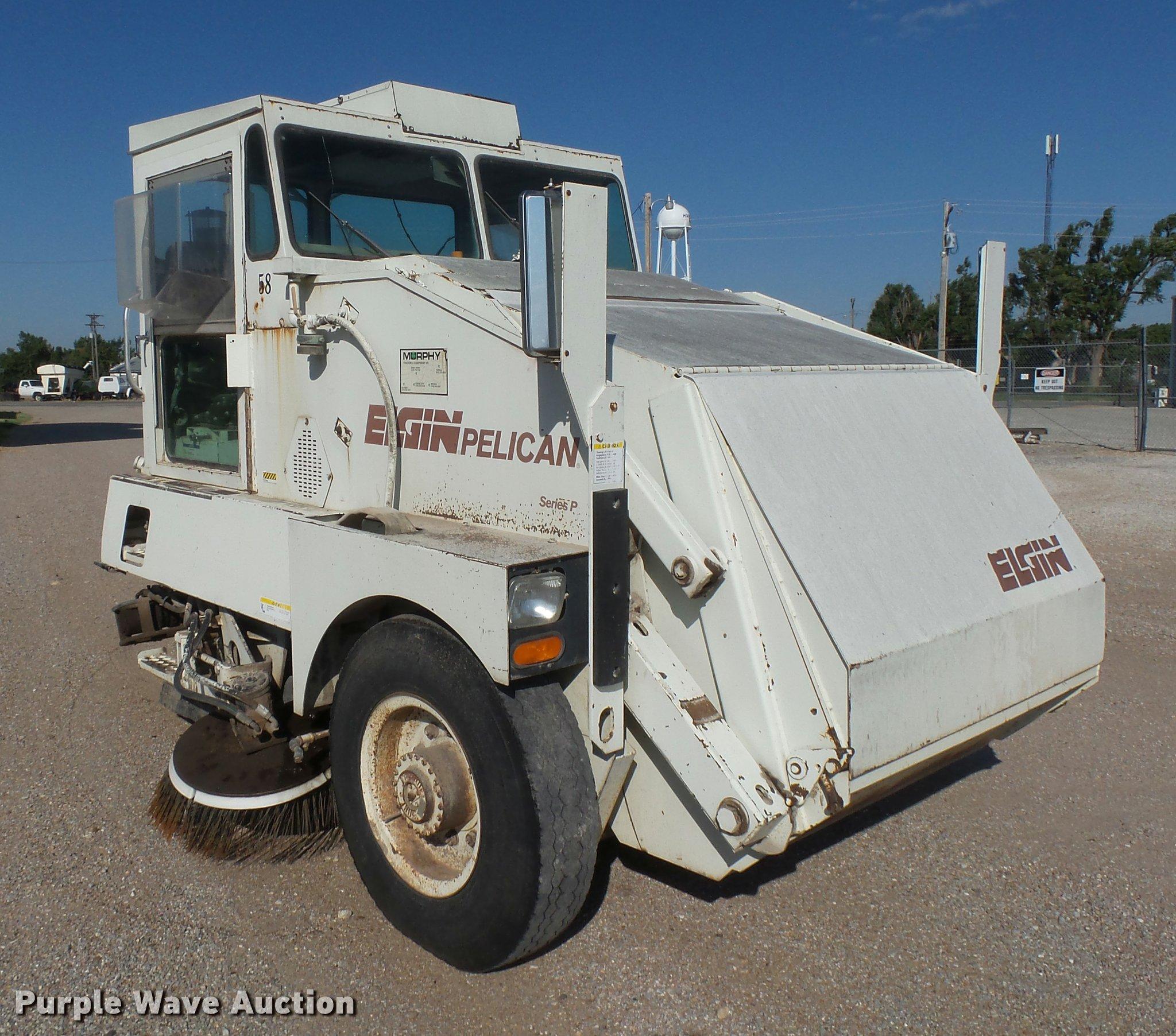 DB2720 image for item DB2720 1993 Elgin Pelican Series P street sweeper