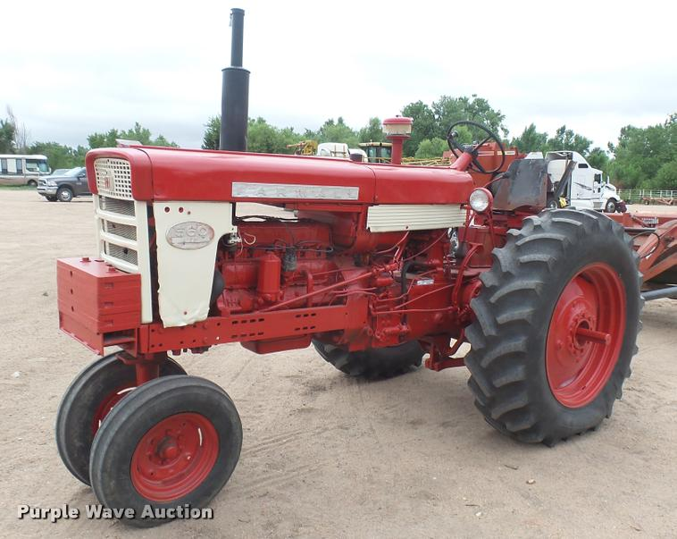 Farmall 560 tractor | Item DR9566 | SOLD! August 9 Ag Equipm