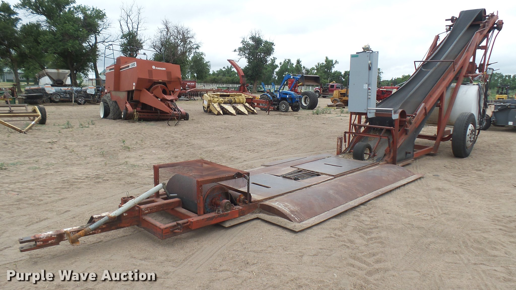 Grain conveyor | Item DR9563 | SOLD! August 9 Ag Equipment A