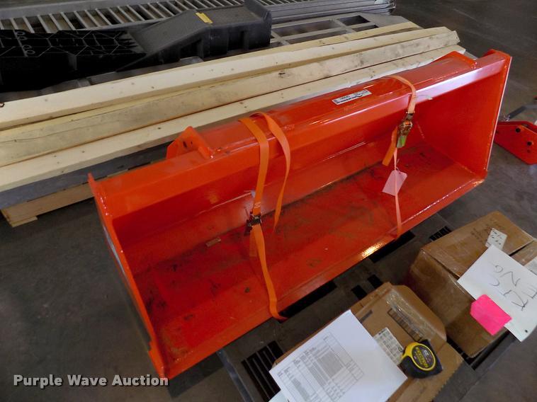 Kubota L2256 quick attach bucket | Item DK9961 | SOLD! Augus
