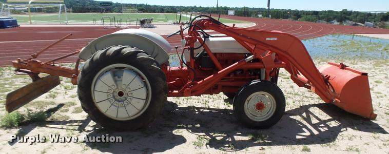 Ford 600 tractor | Item DR9249 | SOLD! August 23 Ag Equipmen