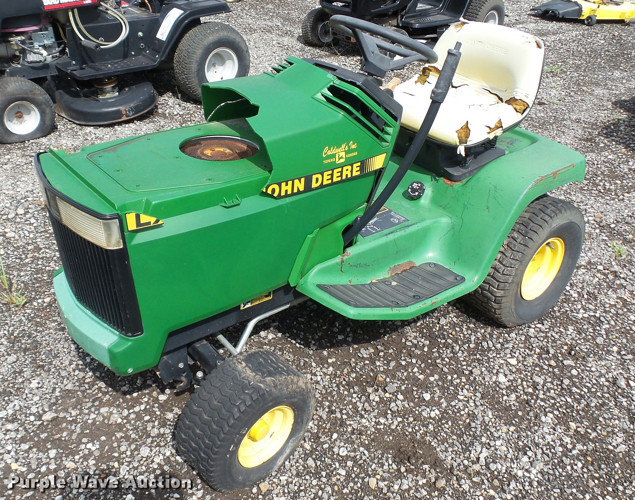DA1931 image for item DA1931 1991 John Deere LX186 lawn mower