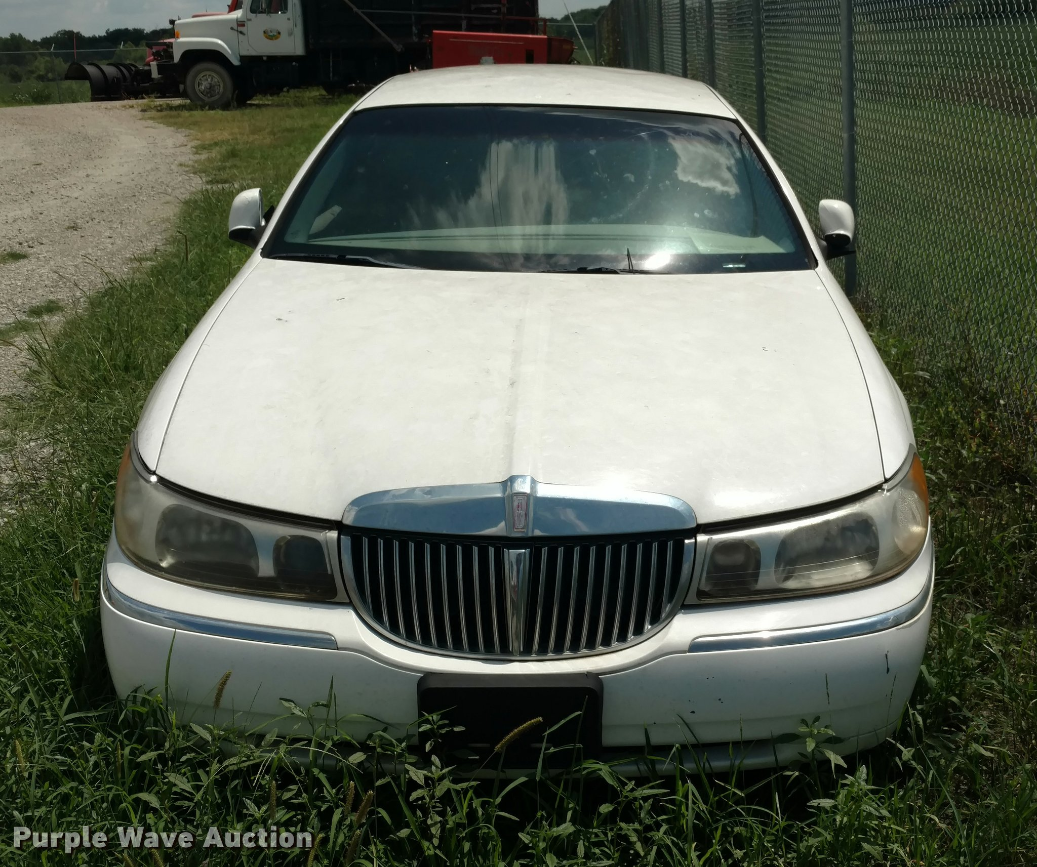 1998 Lincoln Town Car Item Di9809 Sold August 30 Vehicl