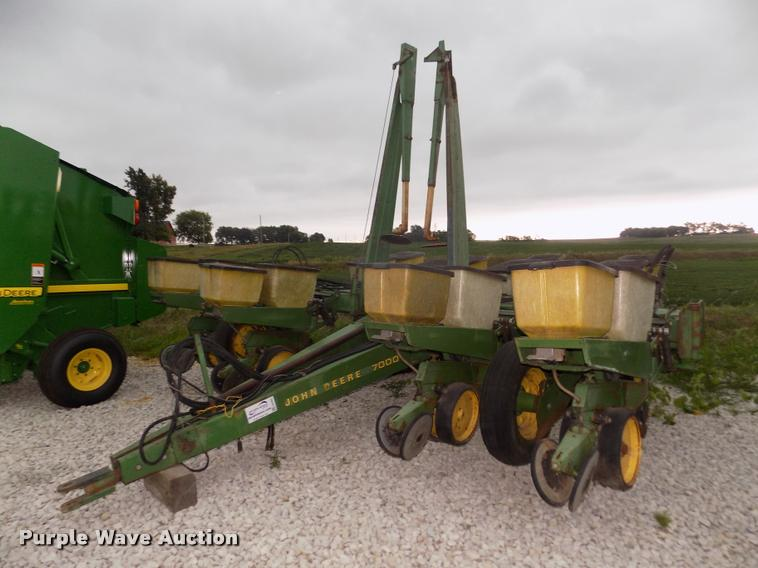 John Deere 7000 Planter Item DA3081 SOLD September 6 Ag