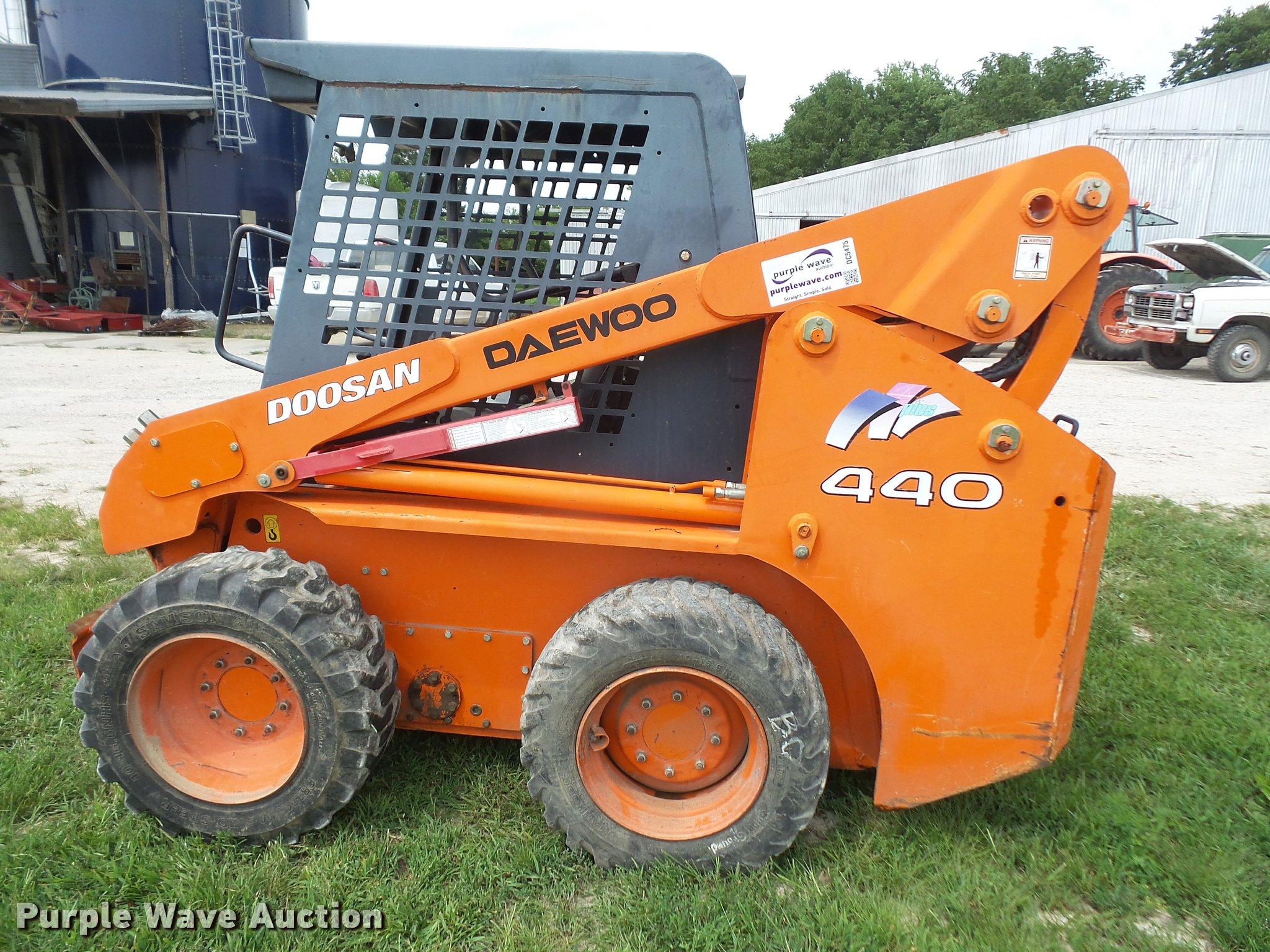 ... Daewoo 440 Plus skid steer Full size in new window ...