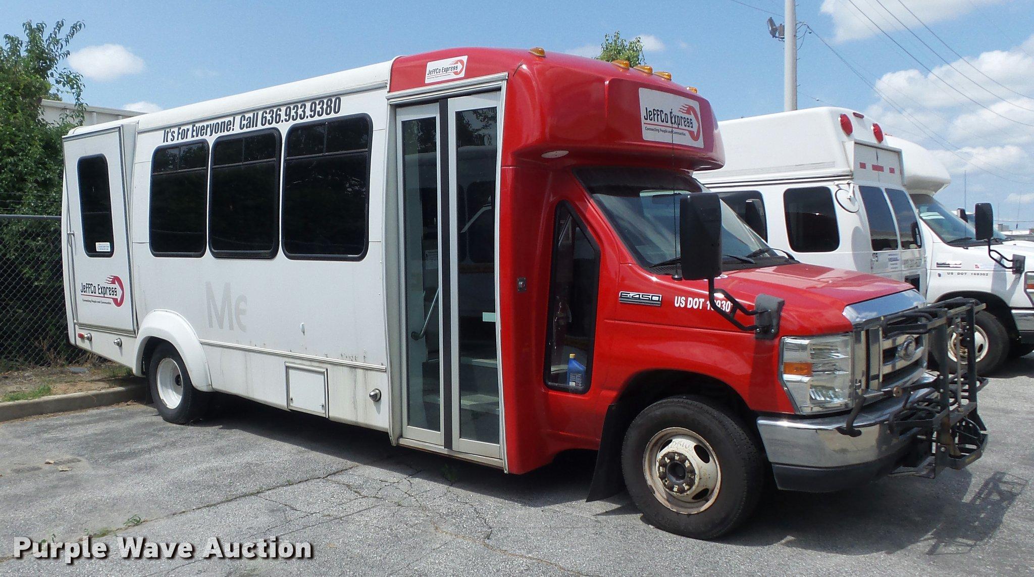 2010 Ford Econoline E450 Super Duty Shuttle Bus In Bridgeton Mo Item Db6495 Sold Purple Wave