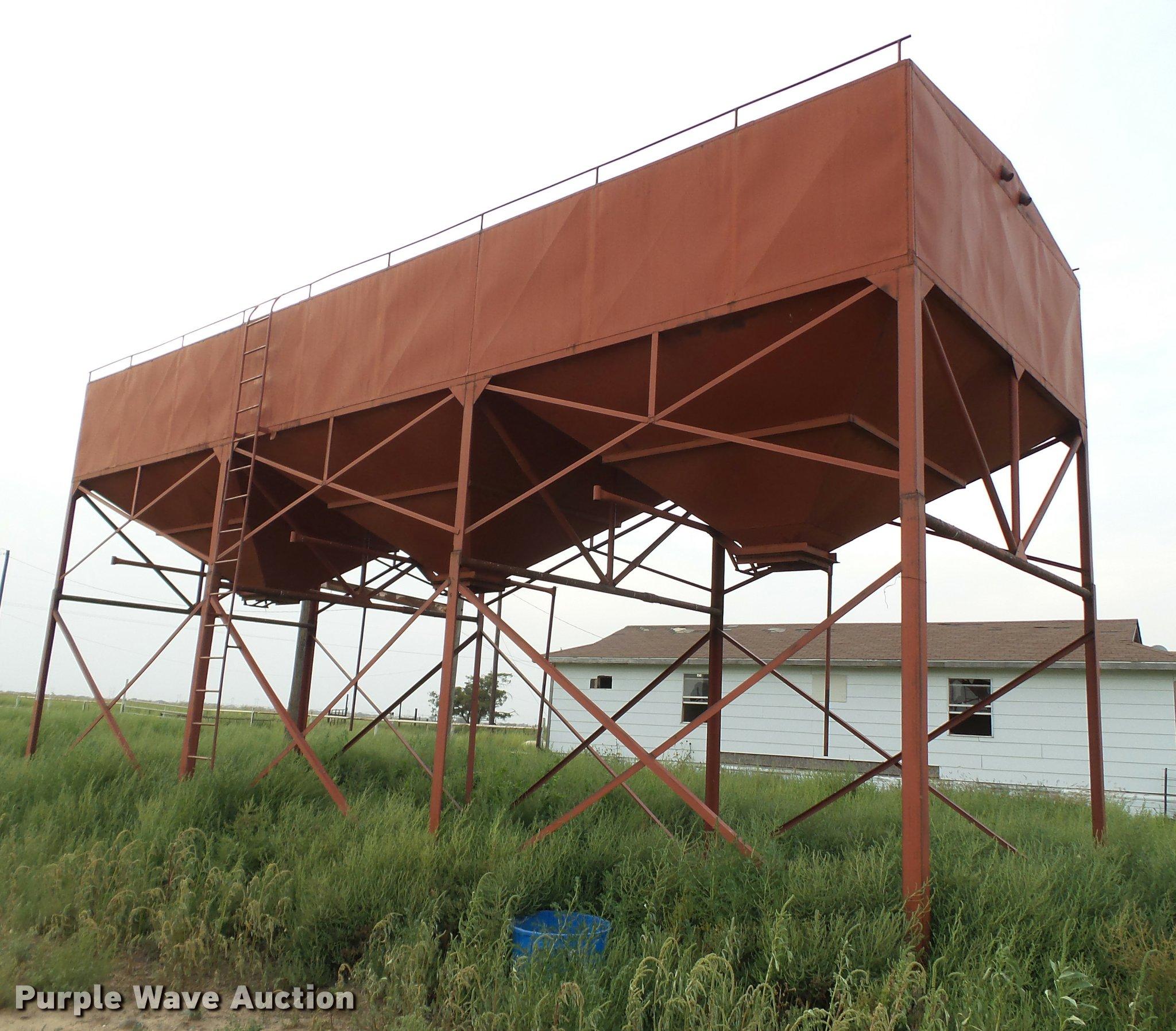 Overhead triple hopper feed bin | Item DL9010 | SOLD! Septem