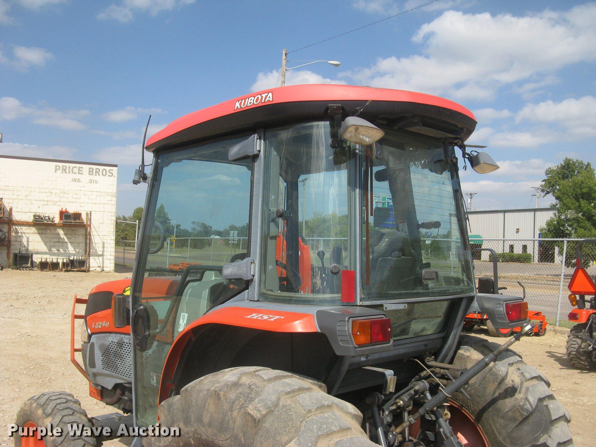 Kubota L5240 HST MFWD tractor | Item DC2488 | SOLD! October