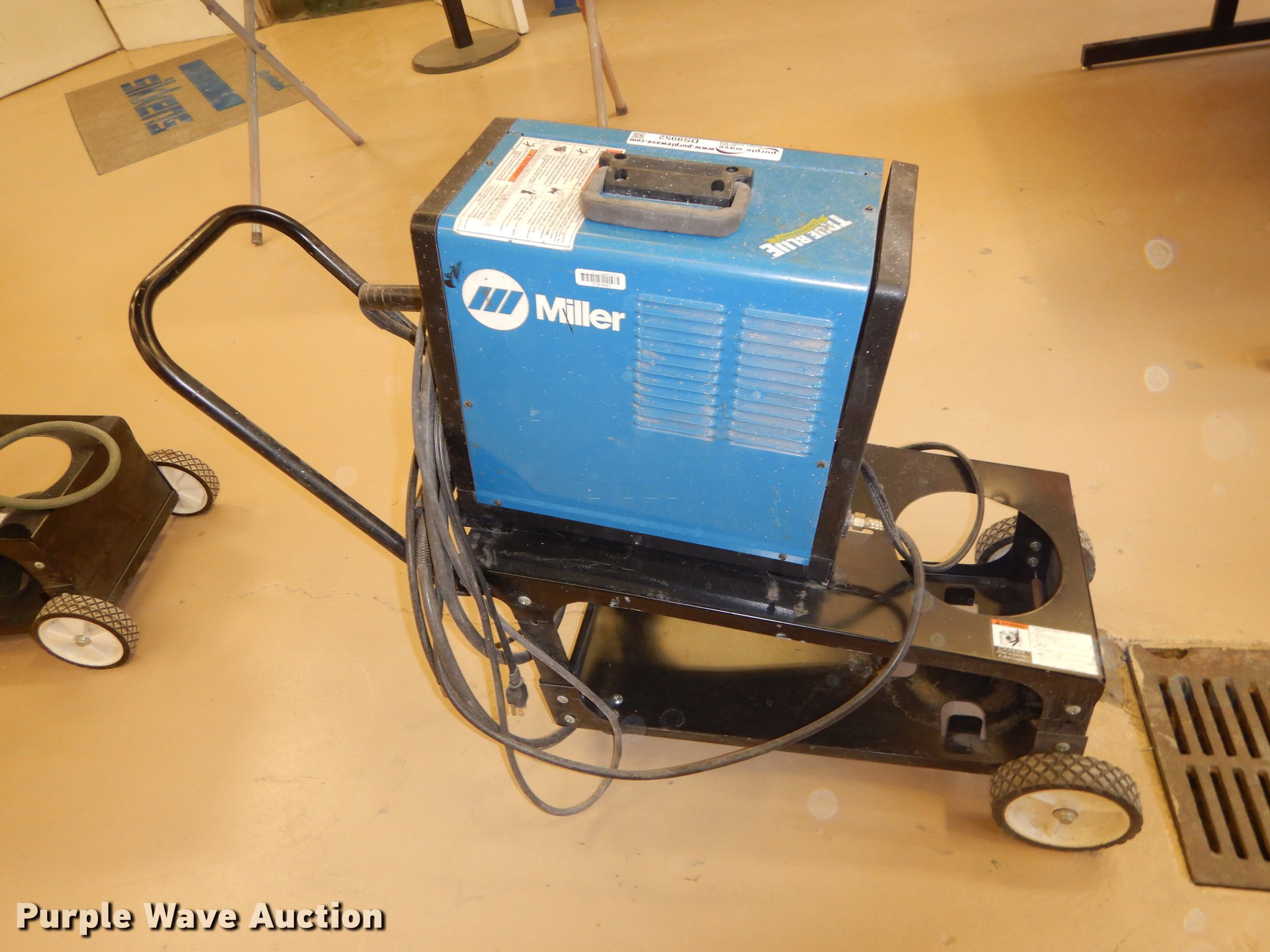 Miller Millermatic 130 wire welder | Item DS9952 | SOLD! Oct...